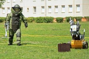 Bomb Detonator Robot